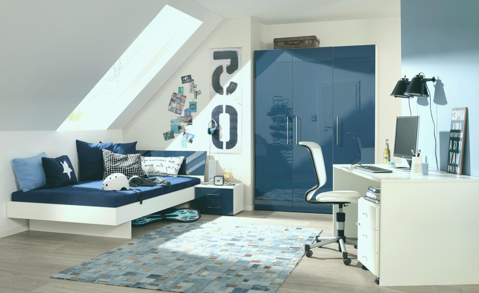 une idée pour la décoration une chambre pour les adolescents en blanc et bleu