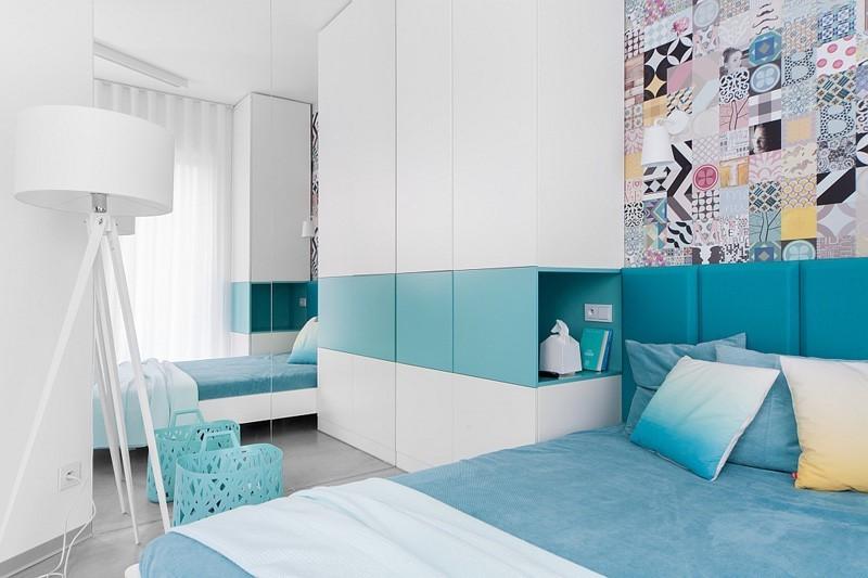 Une idée pour une décoration une chambre de couleur blanche et bleue
