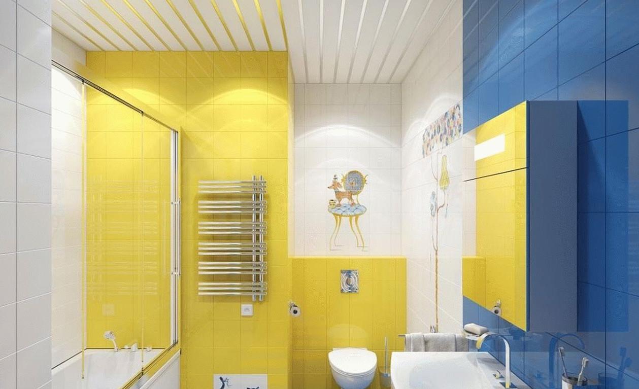 Une décoration de salle de bain en bleu et jаune