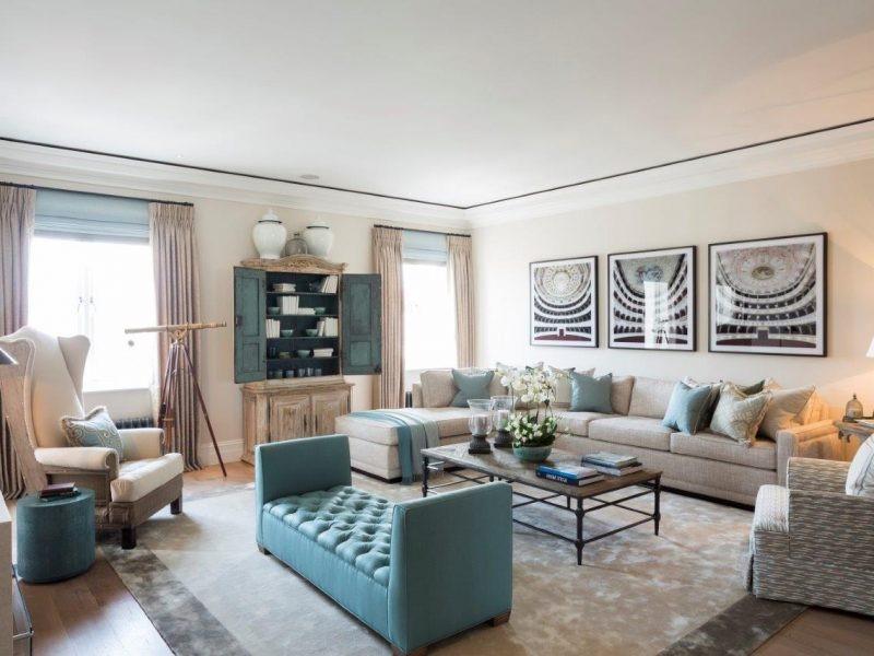 Une décoration de la chambre de couleur bleue combinée à des nuances claires