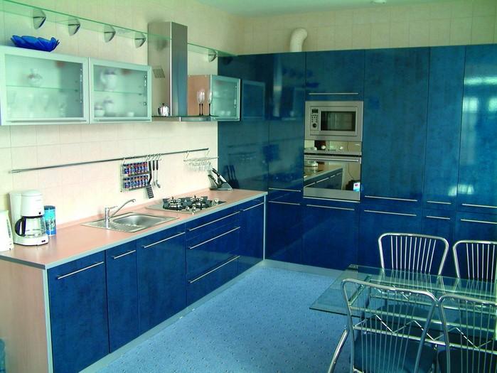 Une idée pour décorer une chambre avec des meubles en bleu