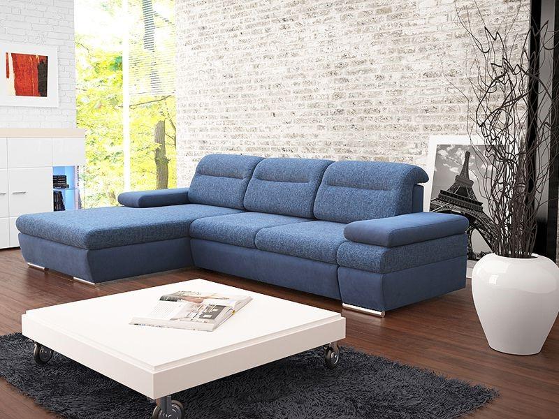 La décoration d'une chambre avec des pierres et des meubles bleus