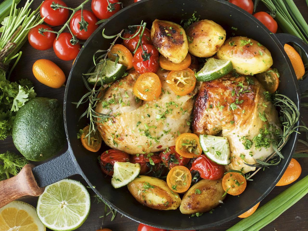 Poulet croustillant aux tomates et aux aspergesune idée de recette super facile pour un dîner d'été