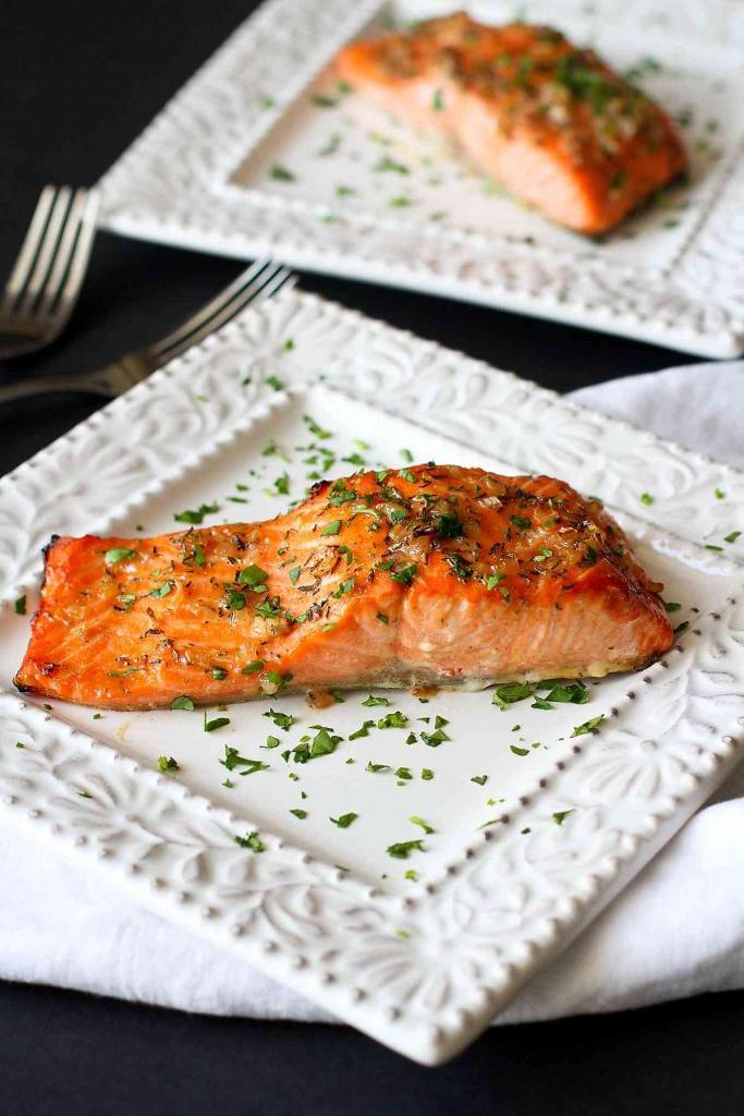 Saumon grillé en croûte d'épices - une idée de recette super facile pour un diner d'été