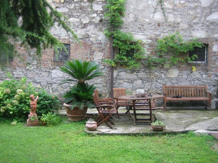 Décoration moderne avec des fleurs vertes pour le mur extérieur de la maison