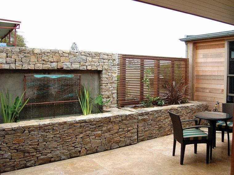 La décoration avec les pierres pour le mur extérieur de la maison
