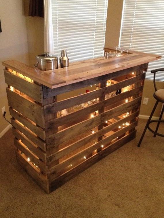 Une Idée pour un bar avec des palettes dans le salon