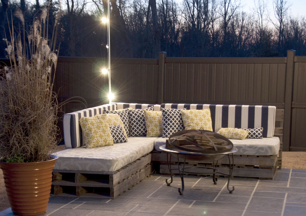 Une Idée pour un canapé avec des palettes à la veranda