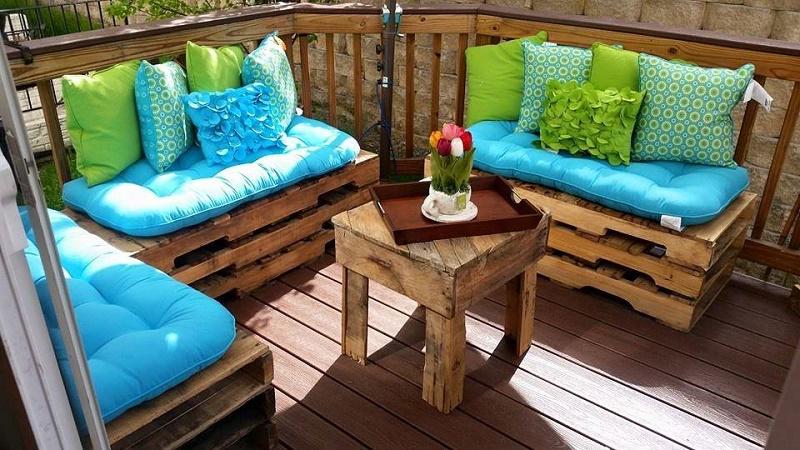 Une Idée pour un canape avec des palettes en bois à la véranda