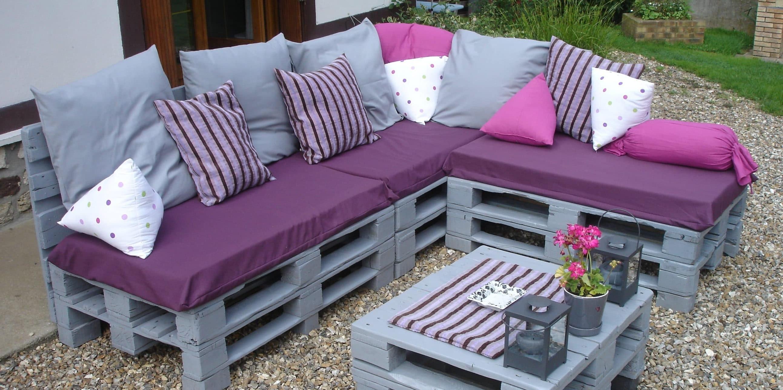 Une Idée pour un canape avec des palettes en violet couleur