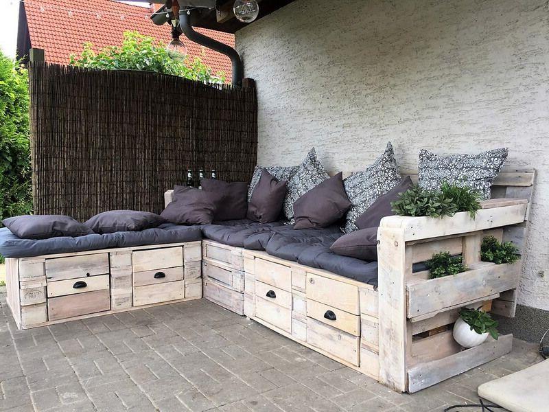Une Idée pour un canapé en coin avec des palettes à la veranda