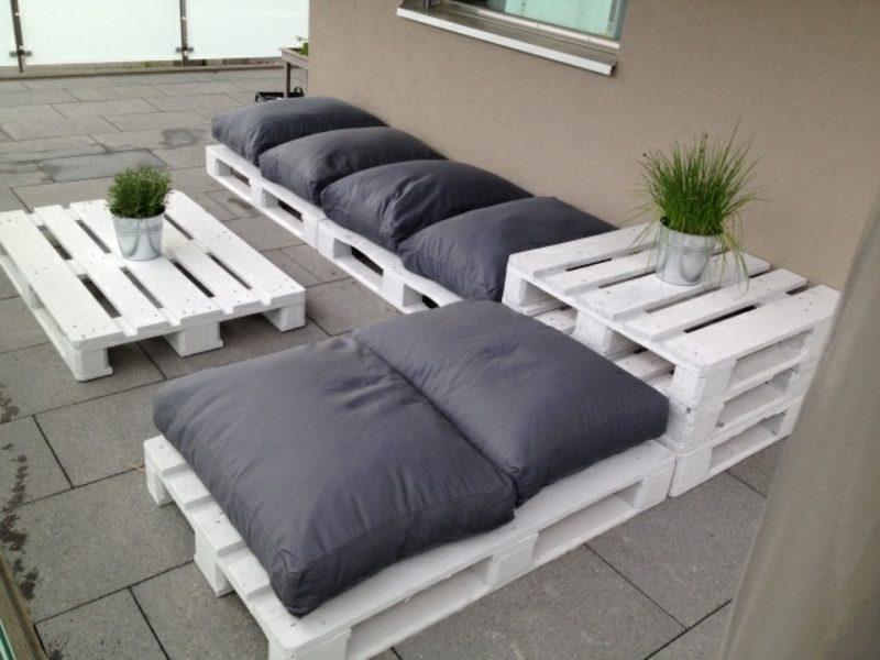 Une Idée pour un canape avec des palettes en blanche couleur