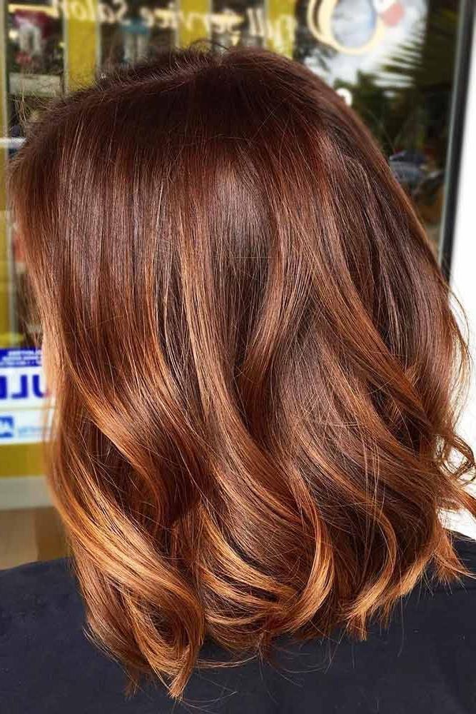 Pour des cheveux roux il vaut choisir les reflets de miel et aux deux tons maximum de votre couleur.