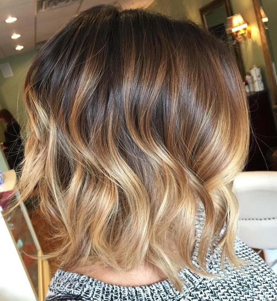 Cependant, si vous avez une coupe de cheveux très courte, vous voudrez peut-être éviter le balayage, car il n'ya pas assez de cheveux pour créer ces jolis reflets.