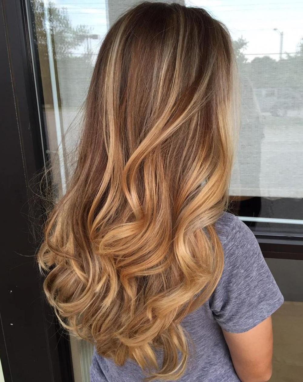 Comme avec tous les cheveux colorés, il est important de protéger vos cheveux et d'utiliser les produits capillaires appropriés pour conserver votre couleur et hydrater vos cheveux entre les rendez-vous dans le salon.