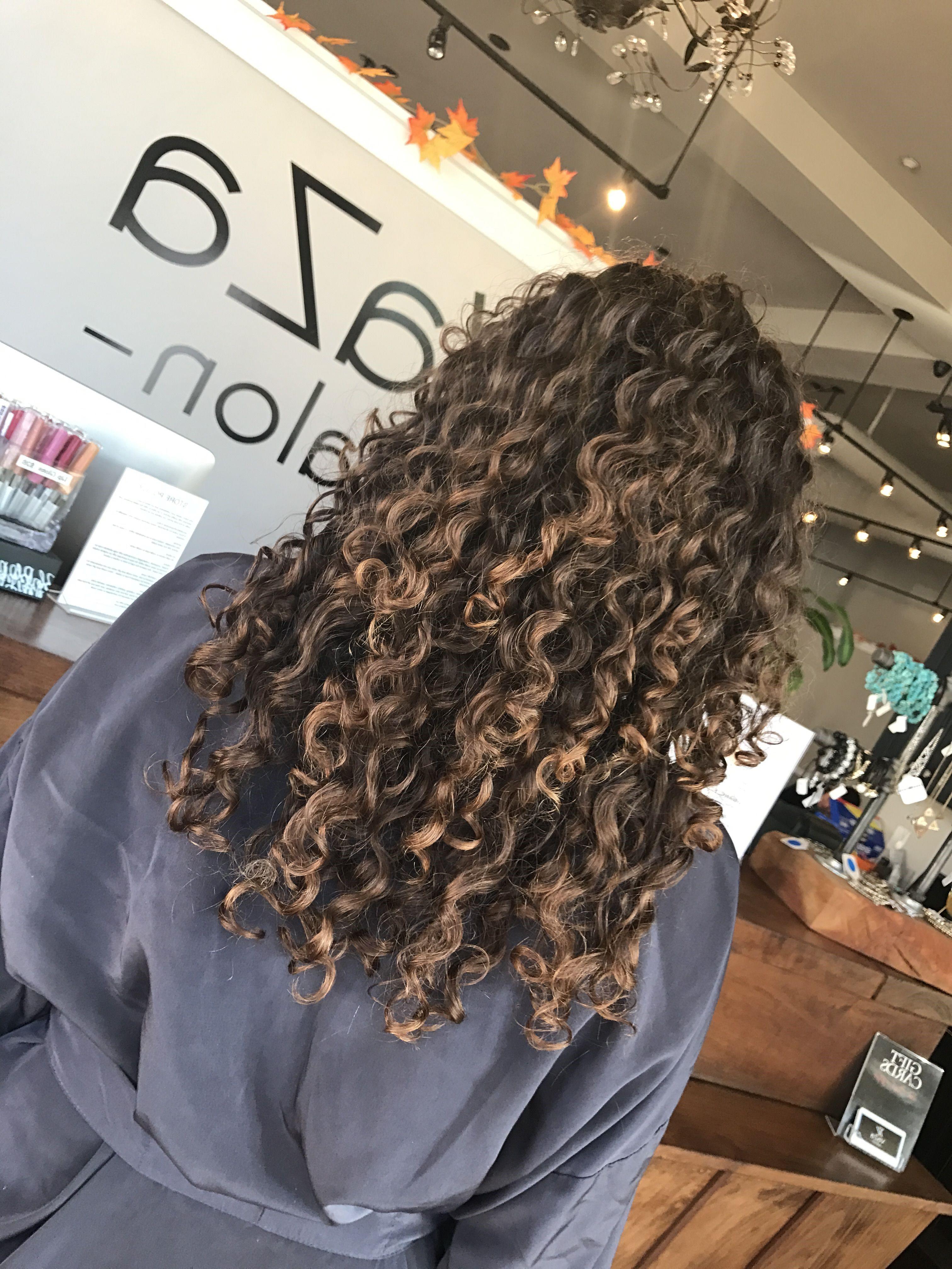 Balayage fonctionne sur la plupart des longueurs et des types de cheveux.