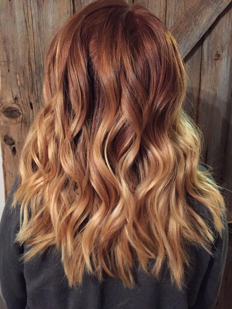 Il est également possible de créer un balayage dans différentes nuances de blond - comme le blond cendré ou le blond miel.