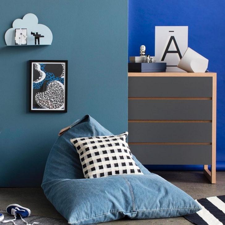 Un très bon exemple de bleu pétrole combiné à d'autres nuances de bleu.Un très bon exemple de bleu pétrole combiné à d'autres nuances de bleu.