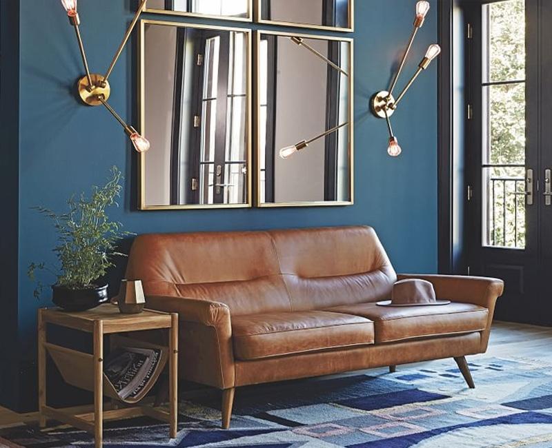 L'un des avantages du bleu pétrole est le contraste qu'il crée en combinaison avec différentes couleurs.