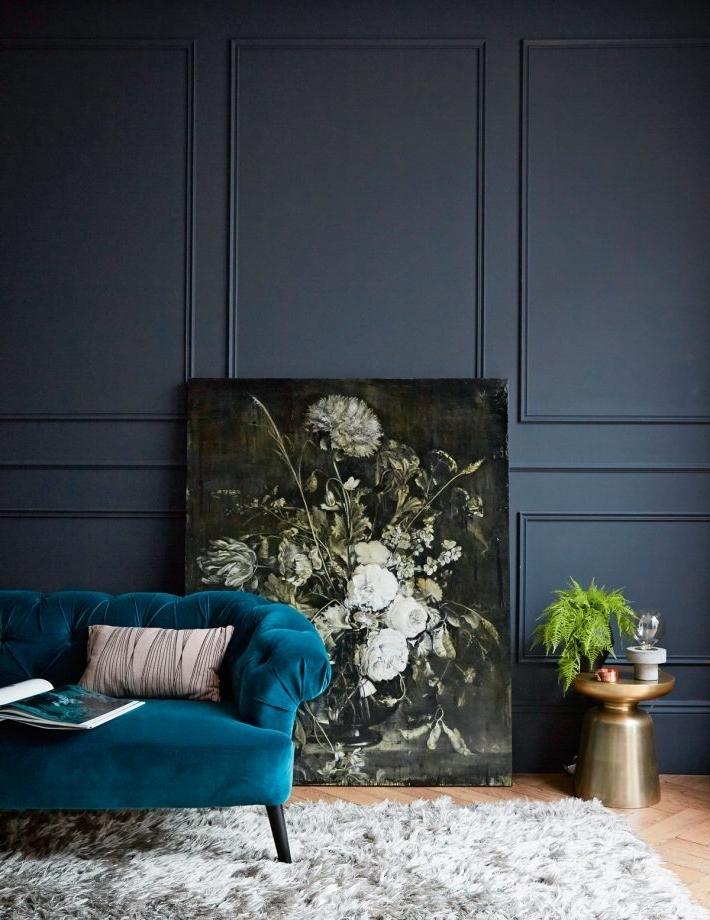 Le velours bleu pétrole rend votre maison plus luxueuse.