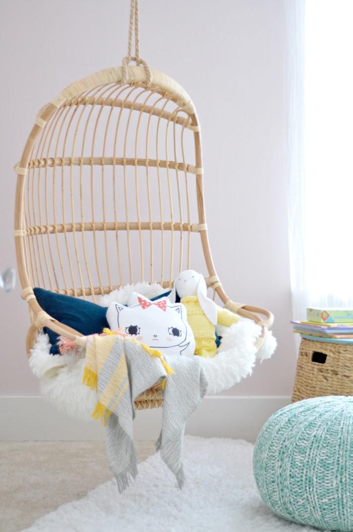 Quel meilleur endroit pour lire un bon livre? Ce fauteuil suspendu est une idée géniale.