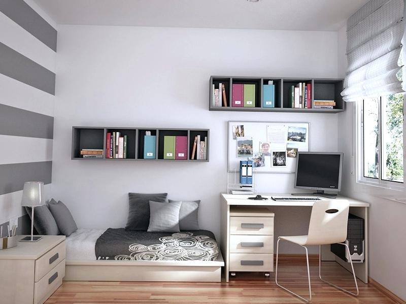 Les étagères accrochées au mur permettront de gagner beaucoup d'espace.