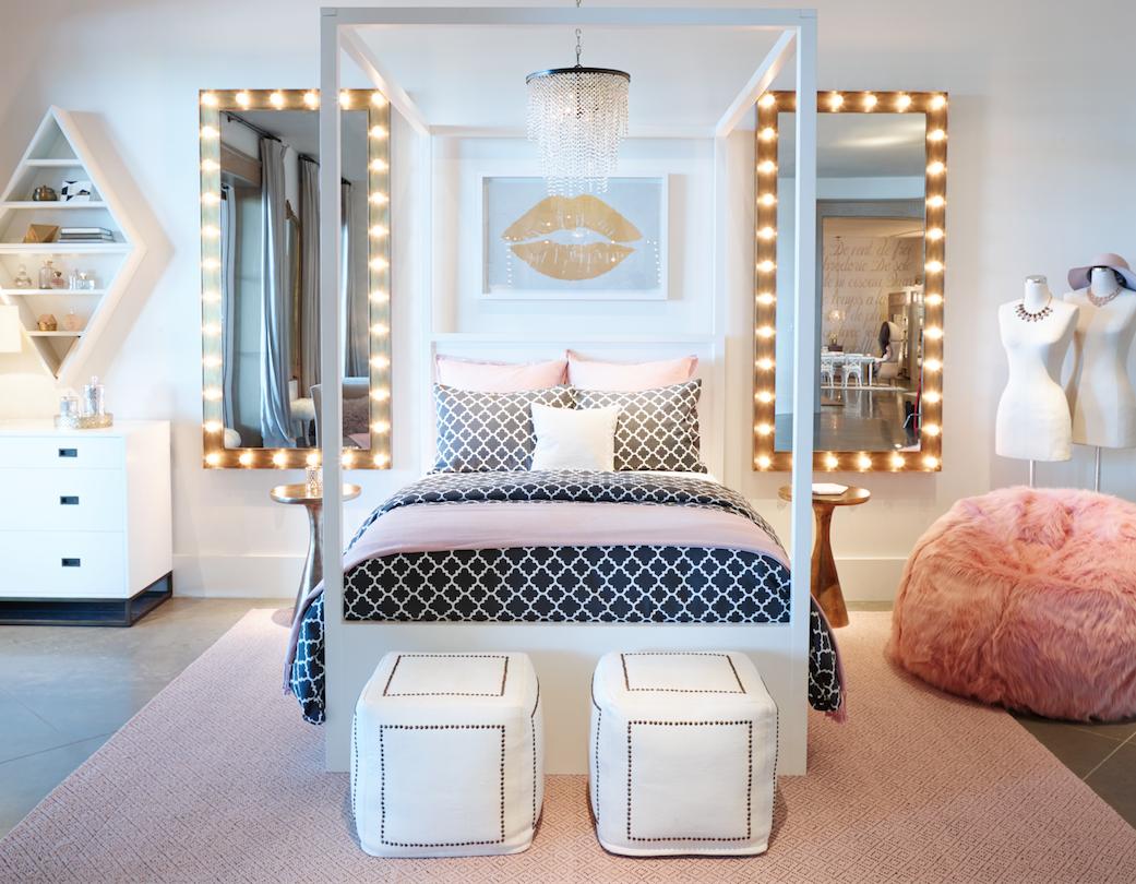 Ajoutez des lumières près du lit pour créer une atmosphère particulière.