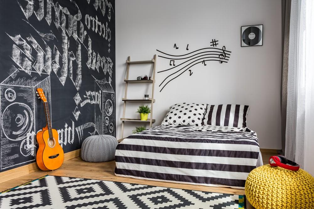 Les chambres noires et blanches sont également pratiques pour une fille ou un garçon.