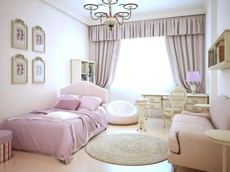 Qui a dit que tout devait être audacieux et moderne? Regardez comme cette chambre classique et élégante est belle.