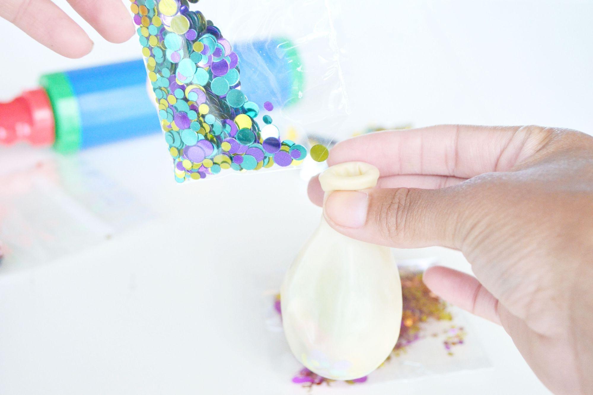 Si vous préférez, vous pouvez ajouter des paillettes au lieu de confettis.