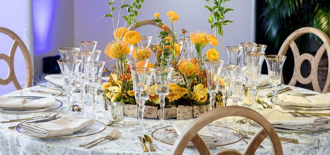 Peu importe le type, les fleurs sont une décoration simple mais élégante, que chaque femme doit avoir pour son anniversaire.