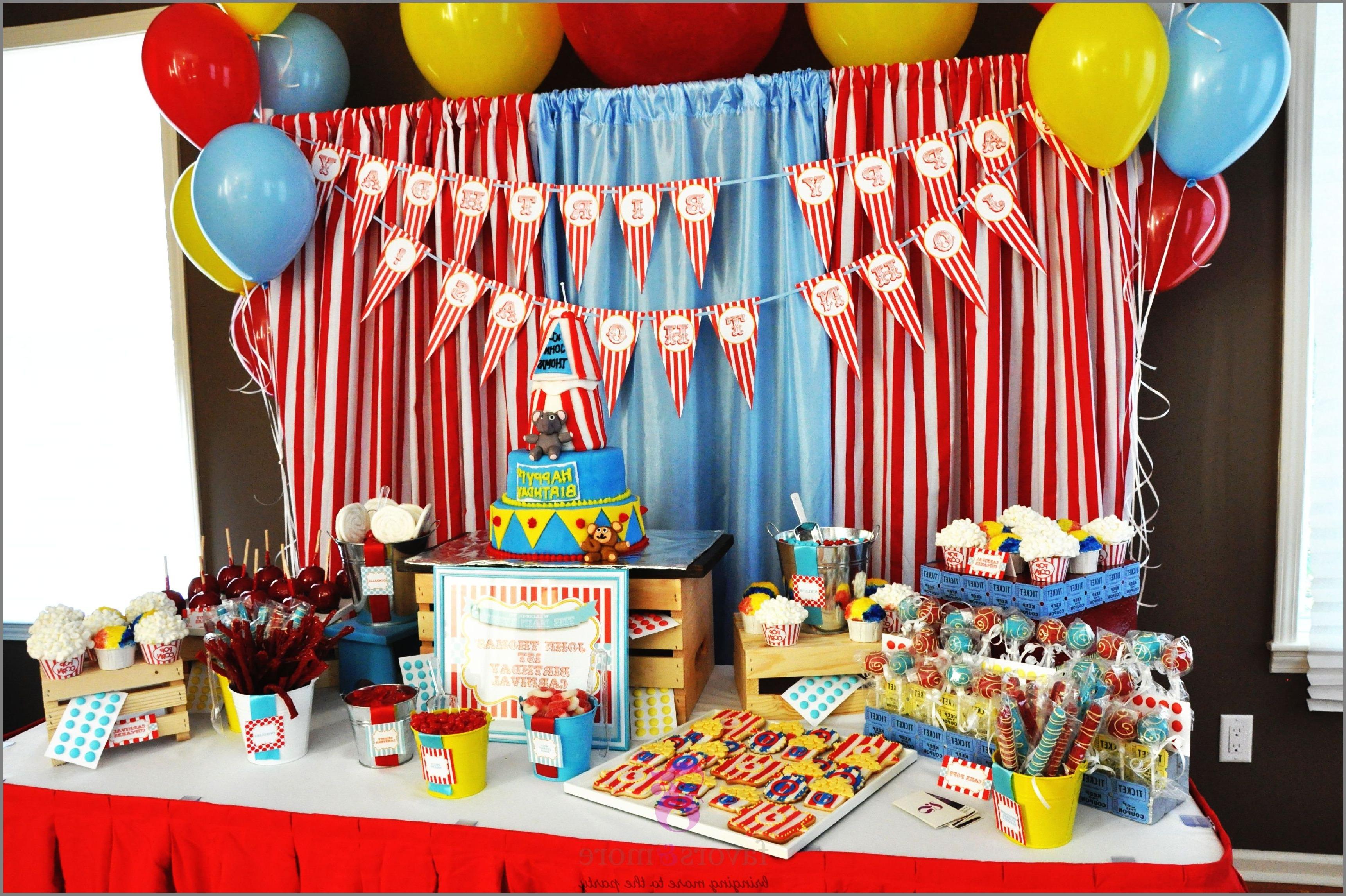 Si vous célébrez l'anniversaire de votre enfant, choisissez un thème pour votre fête (comme des super-héros, des princesses, une fête magique ou tout ce que votre enfant aime).