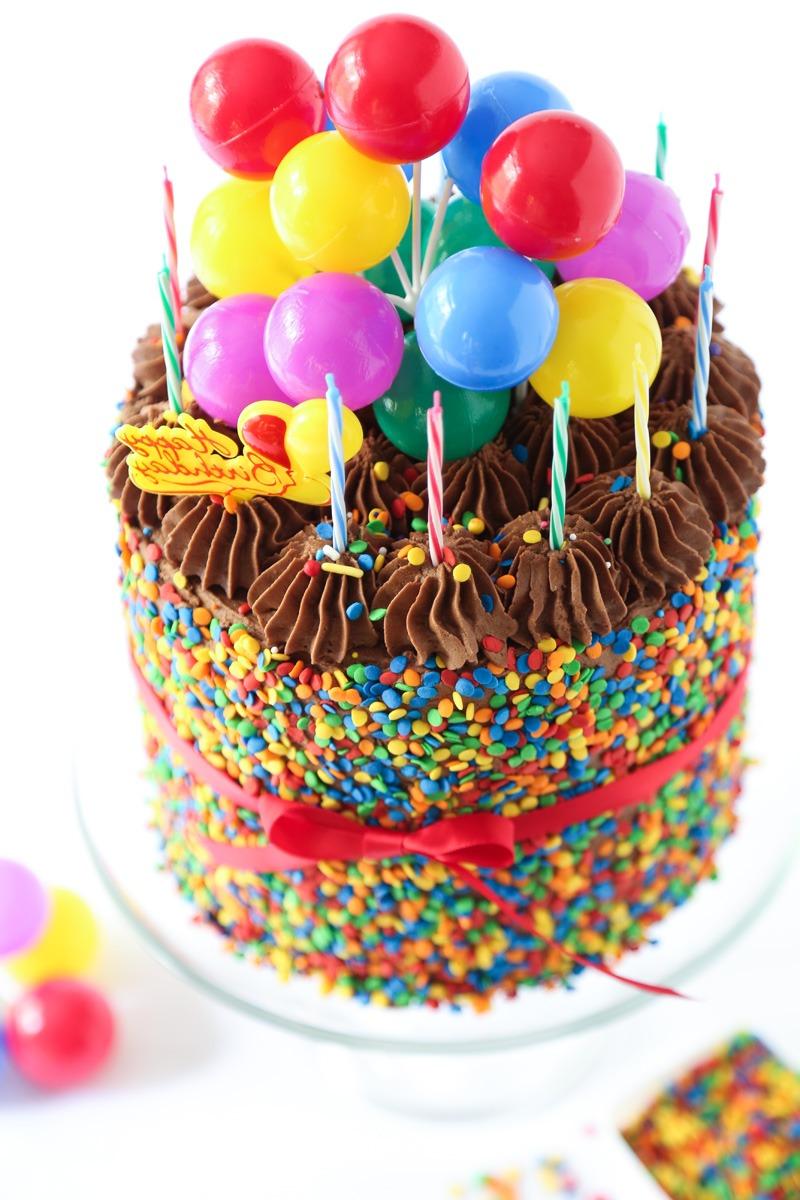 Décorez le gâteau comme ça et votre enfant va l'adorer!