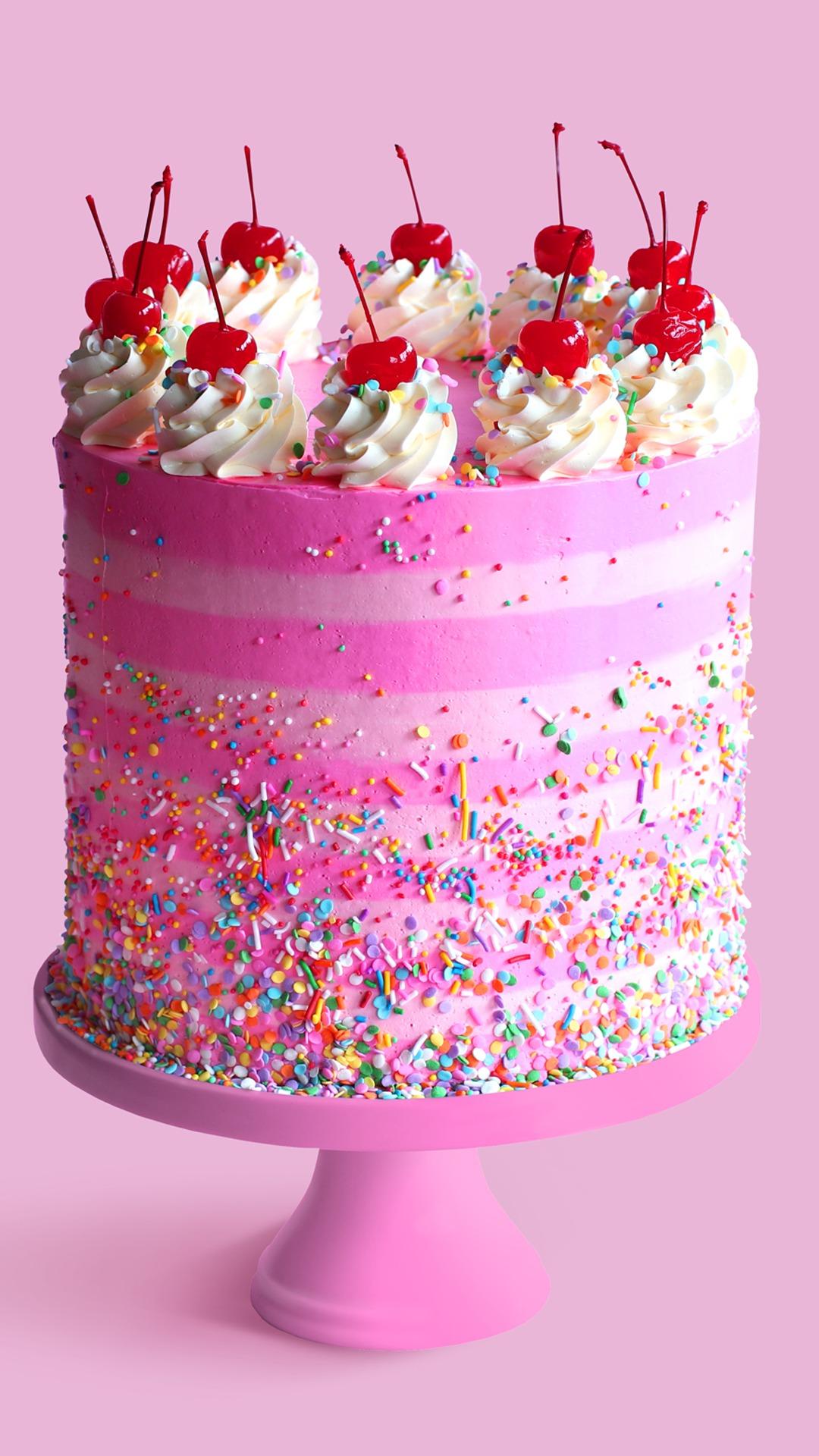 Les gâteaux d'anniversaire ne sont pas seulement délicieux, ils peuvent également faire partie de la décoration!