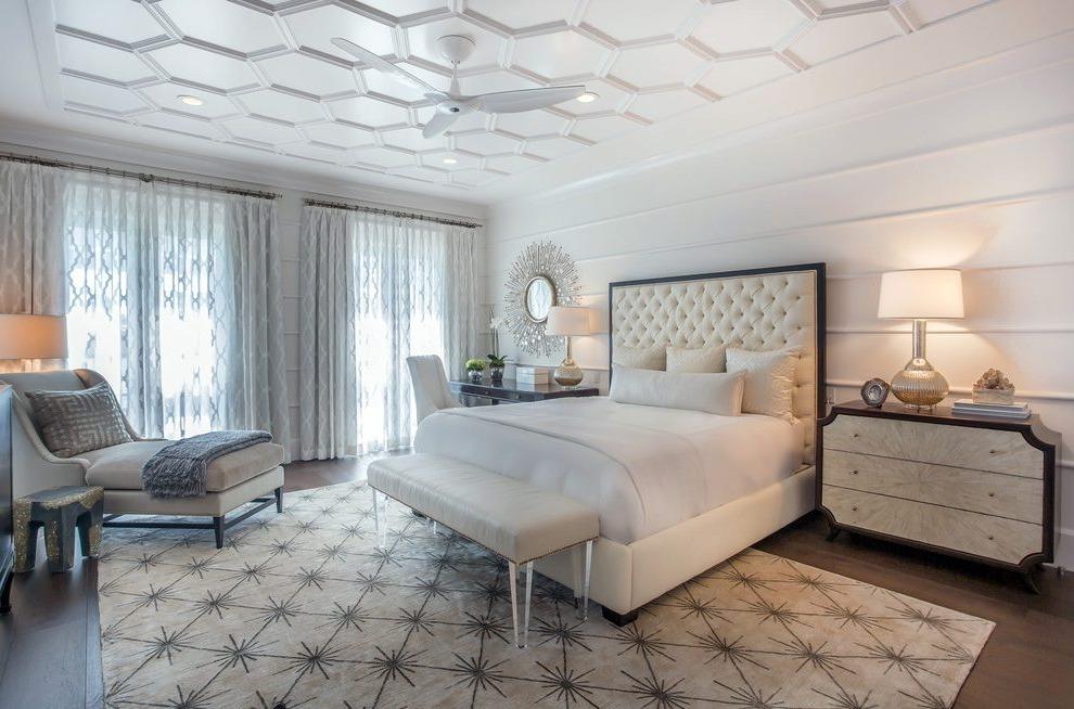 Ou choisissez tout simplement un meuble ou un accessoire doré pour la chambre adulte, comme une lampe, par exemple.