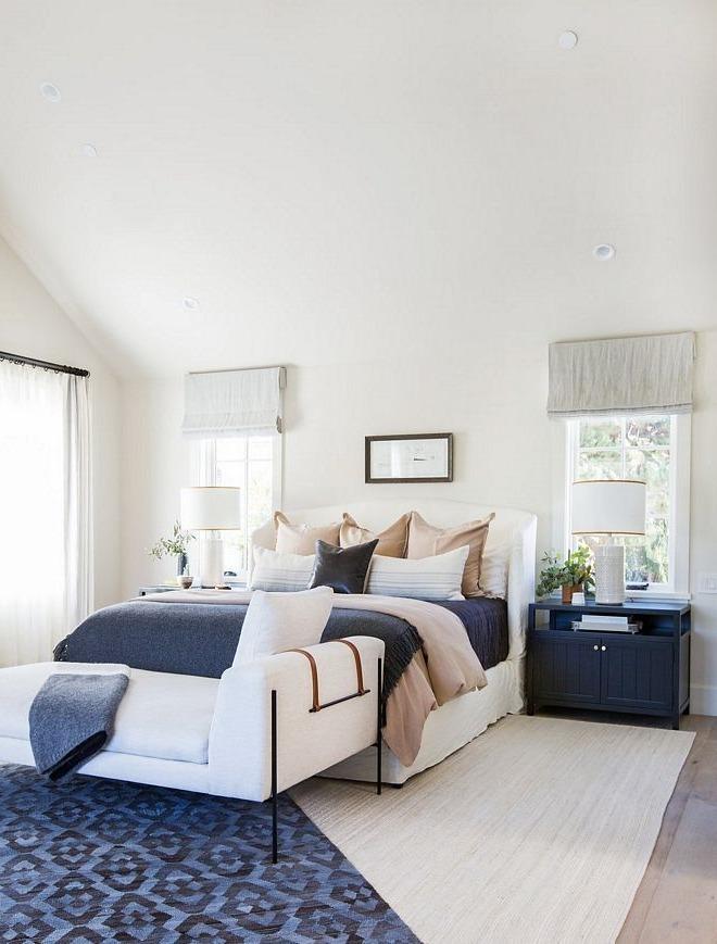 Chambre blanche et bleue - une inspiration de décoration estivale intemporelle!
