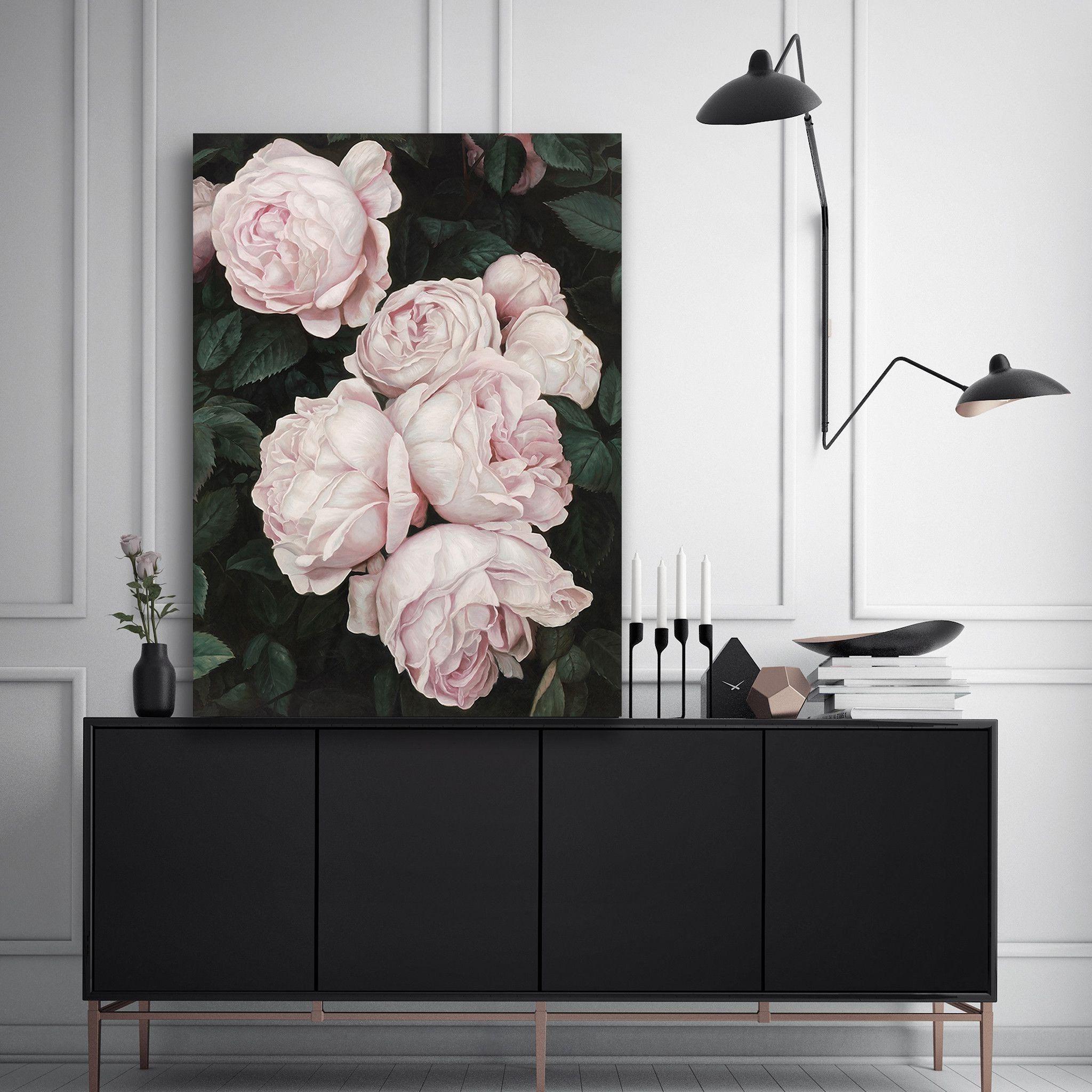 Essayez quelque chose de différent - combinez des couleurs sombres et des motifs floraux dans la déco pour créer un contraste dans votre chambre à coucher.