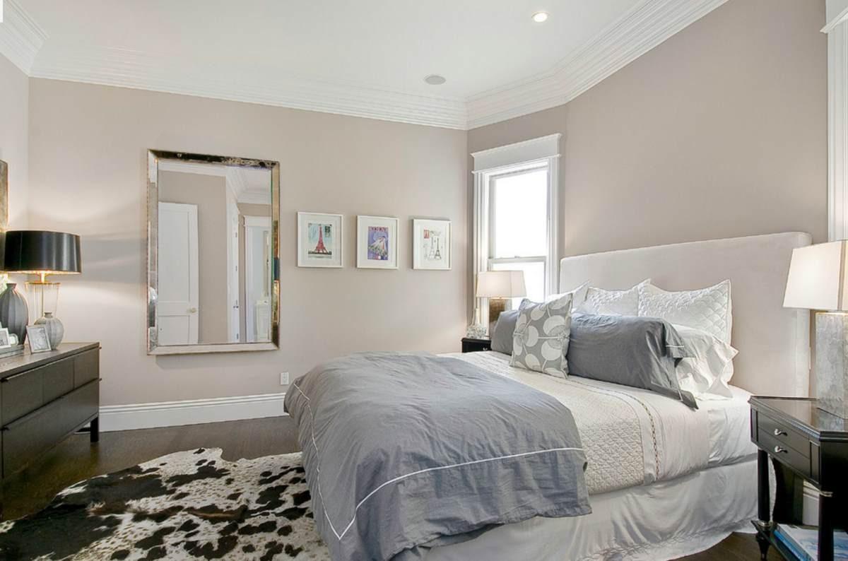 Si vous avez des goûts plus conservateurs, choisissez des couleurs neutres pour les murs et la literie, mais ajoutez un tapis imprimé animal pour contraster le reste.