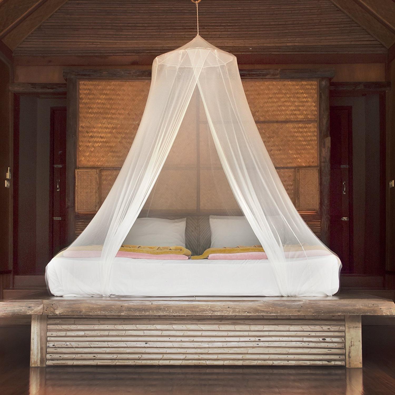 Essayez de faire ce baldaquin DIY facile pour votre lit.