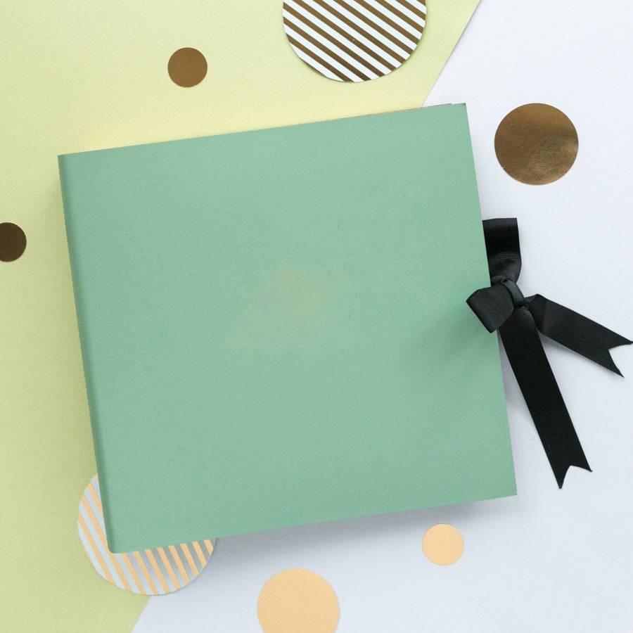 Une idée originale cadeau grand mère 80 ans c'est un album photo