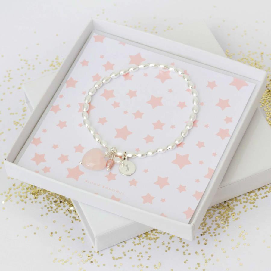 Si votre grand mère aime les bijoux, le bracelet est un cadeau parfait
