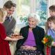Toute la famille ensemble c'est la meilleure idée cadeau grand mère 80 ans