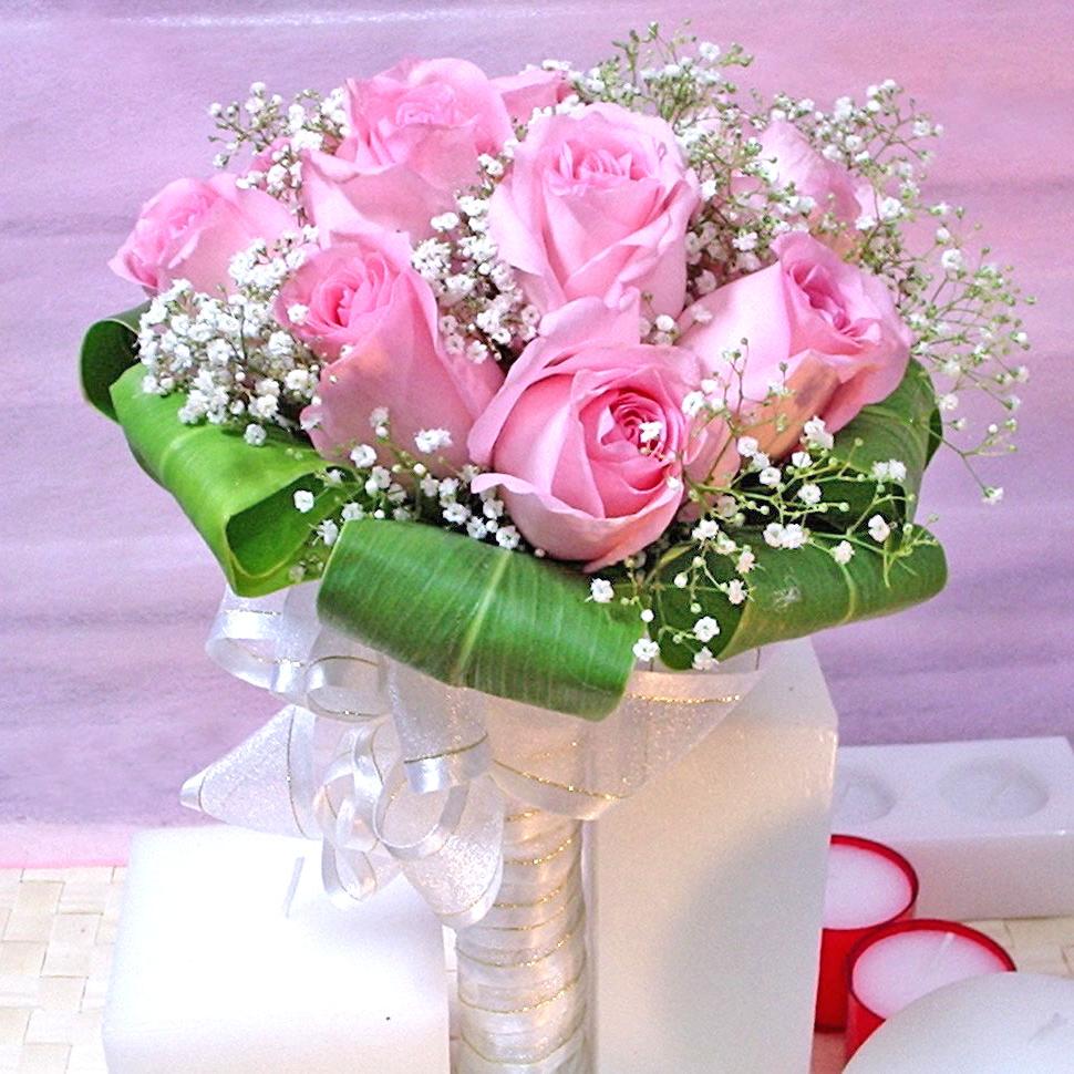 Bonne anniversaire avec les voeux de beauté et bonheur.