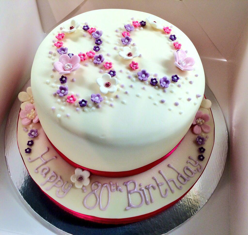 Gâteau d'anniversaire doit être magnifique!