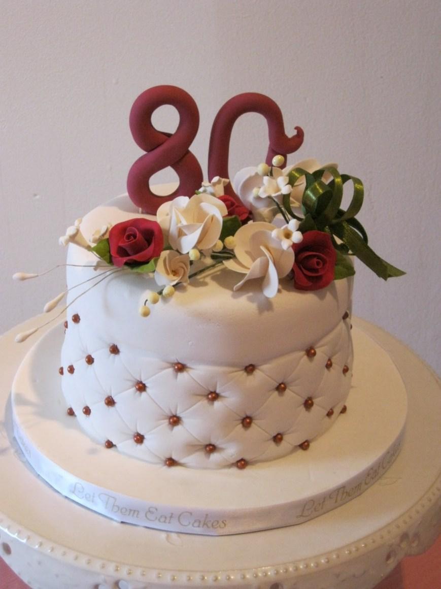 Le gâteau d'anniversaire est une expression d'amour.
