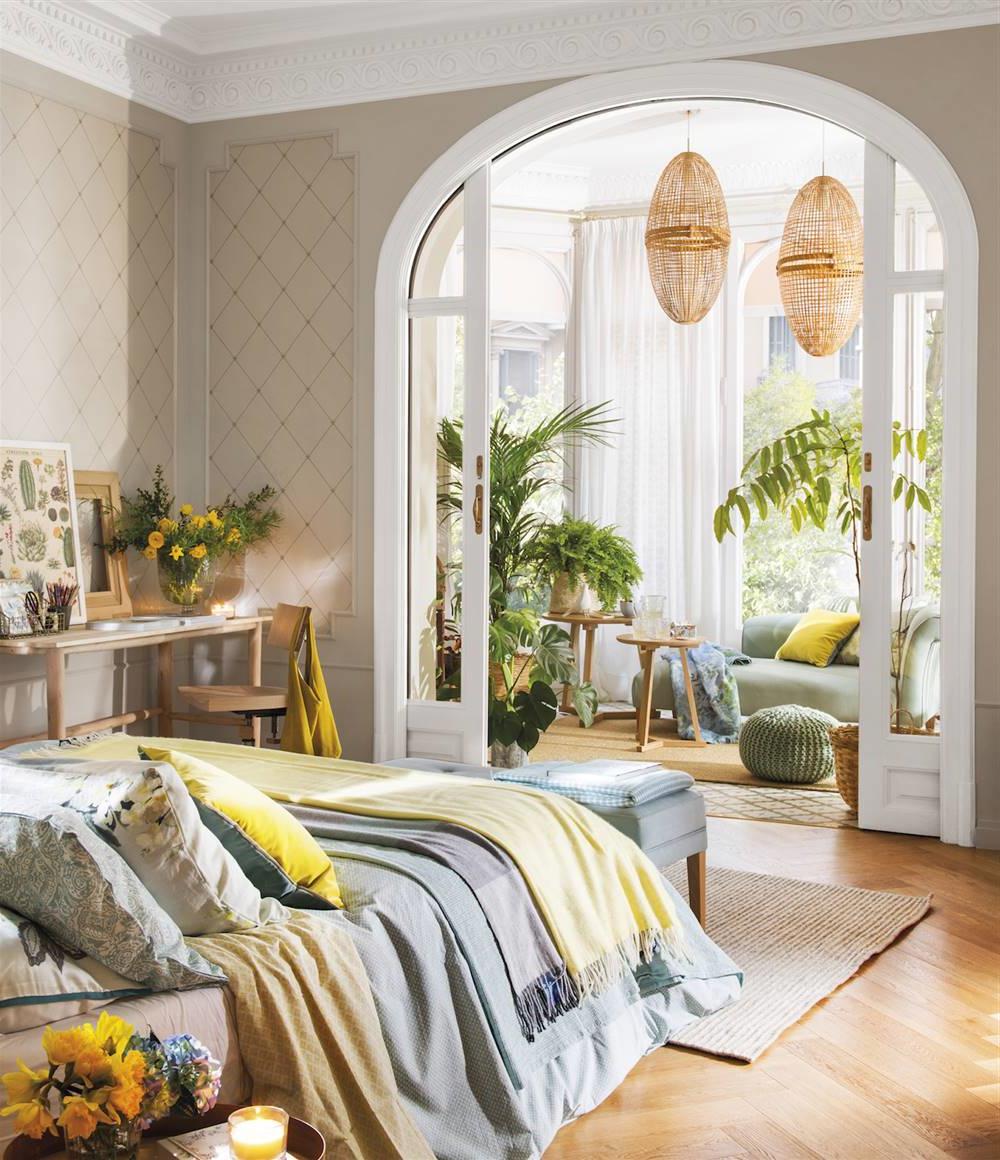 Les plantes vertes sont un élément primordial en décoration et c'est le bon moment de transformer votre chambre adulte en véritable petit jardin