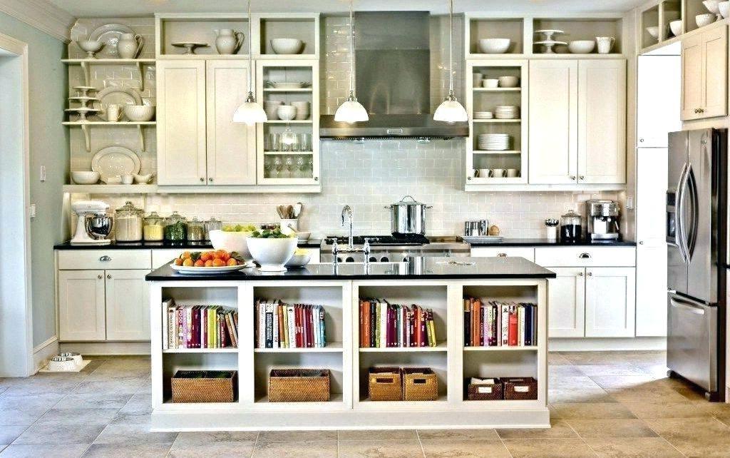 Si vous avez assez d'espace libre, décorez les étagères de la cuisine avec vos ustensiles.
