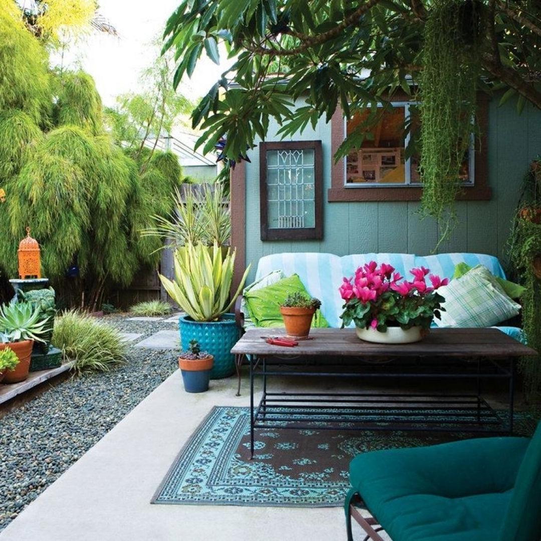 Décorez votre espace extérieur avec des couleurs que vous aimez. Cela peut être votre lieu de détente.