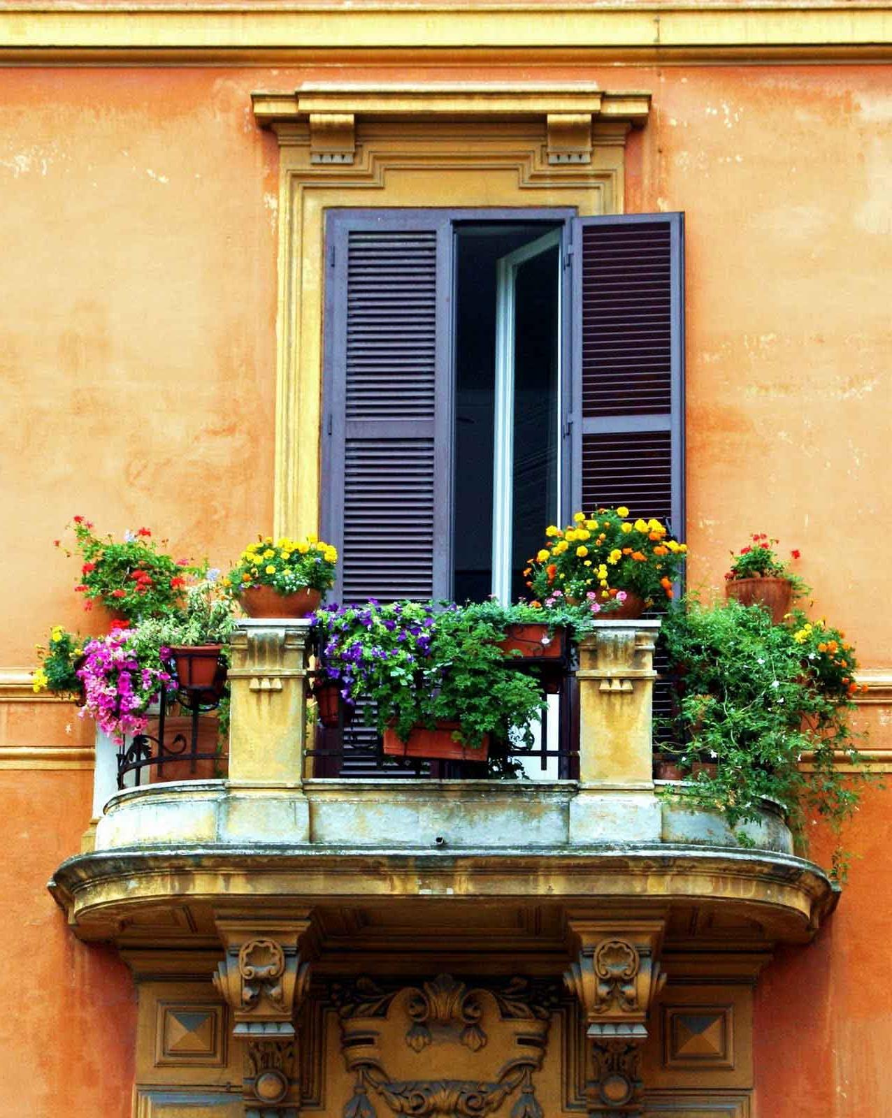Mais si vous habitez dans un appartement, vous pouvez également décorer le balcon ou les fenêtres.