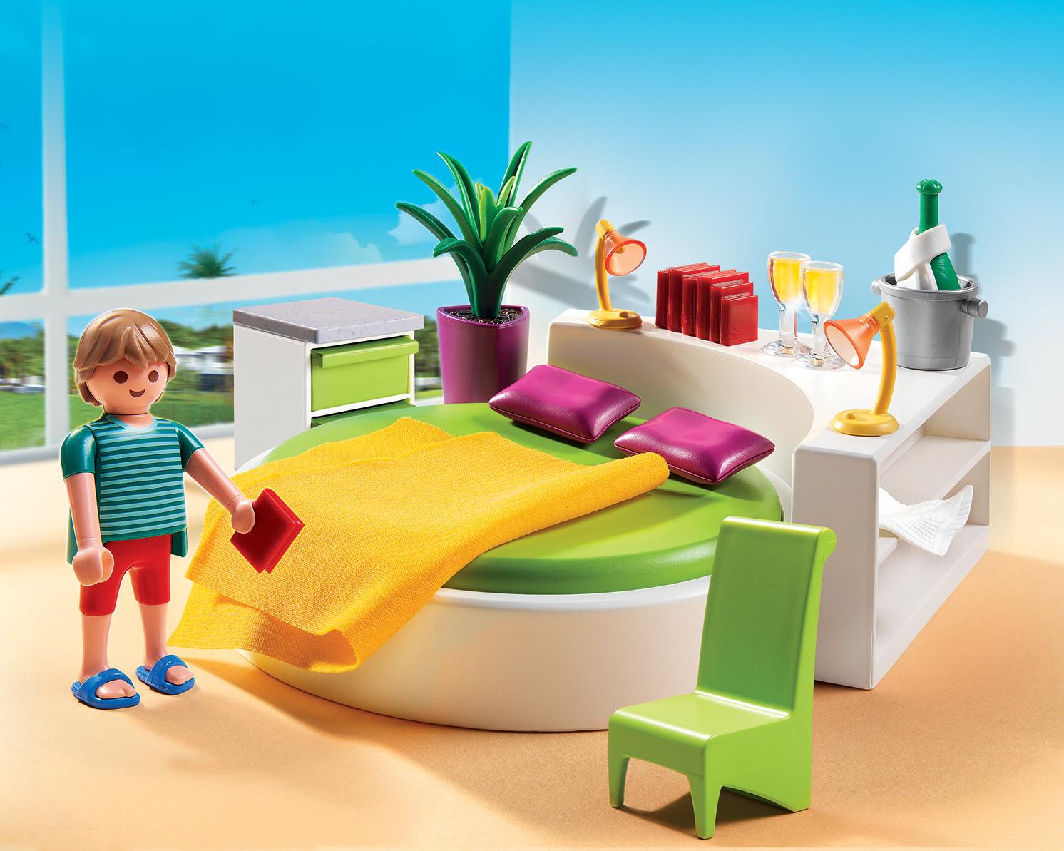 Dans la maison moderne playmobil il y a une chambre pour chaque enfant.